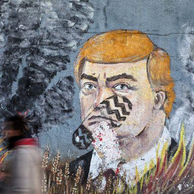 Trumpia esittävä seinämaalaus Gazassa.