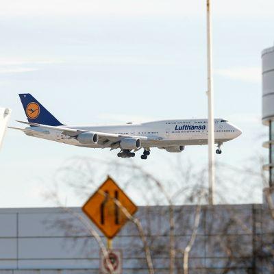 Lufthansan lentokone laskeutuu O'Haren kansainväliselle lentokentälle.