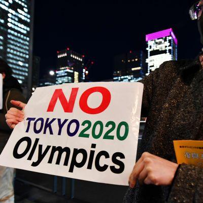 Japanin Tokiossa osoitettiin tiistaina mieltä olympialaisia vastaan.