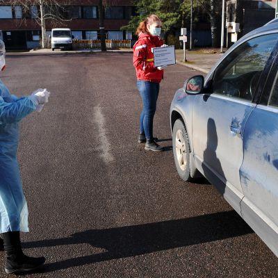 Terveyspalveluyritys Terveystalon drive-in koronaviruksen testausasema Espoon Otaniemessä.