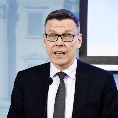 Kuvassa on ylijohtaja, osastopäällikkö Mikko Spolander.
