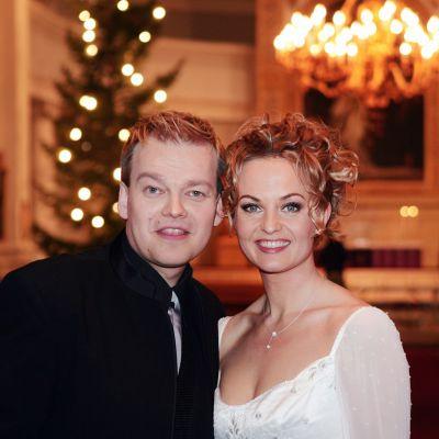 Kirsi Syrjänen ja Kurre Westerlund vihittiin Helsingin tuomiokirkossa perjantaina 17. joulukuuta 2004.