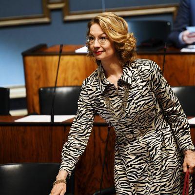 Tytti Tuppurainen eduskunnan täysistunnossa Helsingissä.