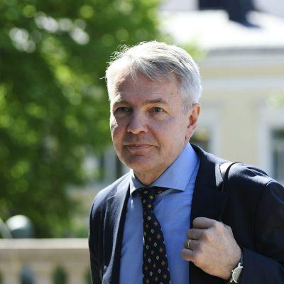 Ulkoministeri Pekka Haavisto saapui hallituksen lisätalousarvioneuvotteluihin.