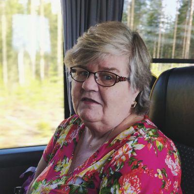 Kuvassa on eläkeläinen Satu Siponen.