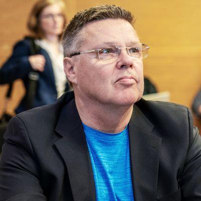Helsingin huumepoliisin ex-päällikkö Jari Aarnio oikeudenkäynnissä maanantaina 8. kesäkuuta.