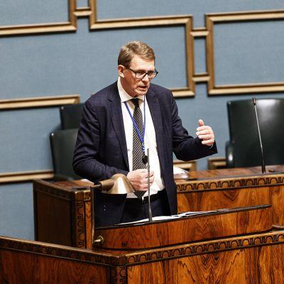 Matti Vanhanen eduskunnan täysistunnossa Helsingissä