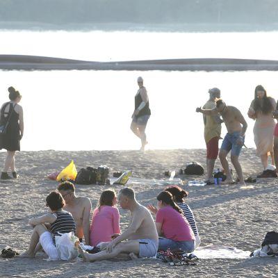 Kuvassa on Hietaniemen uimaranta.