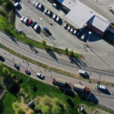 Ruotsista Suomeen tulevaa liikennettä Tornion raja-asemalla 4. kesäkuuta 2020.
