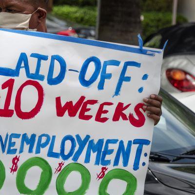 Kuvassa on käynnissä protesti Miamissa.