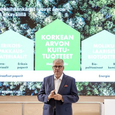 Jussi Pesonen UPM:n tiedotustilaisuudessa.