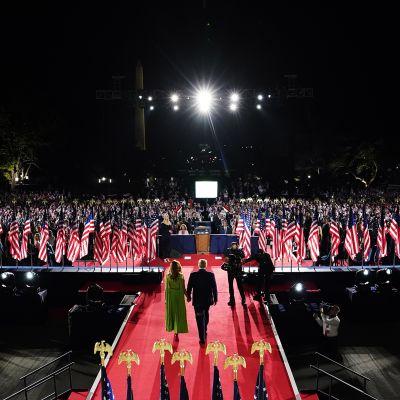 Kuvassa on Donald Trump pitämässä puhetta Yhdysvalloissa rebublikaanien puoluekokouksessa.