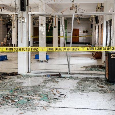 Moskeijan tuhoutuneita sisätiloja.