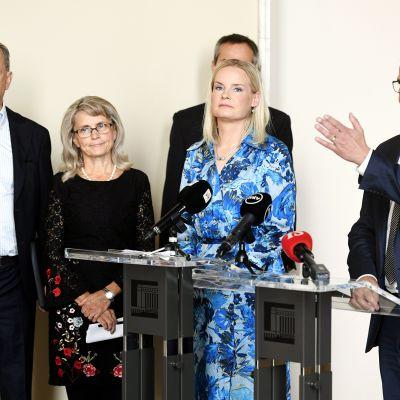 Harry Harkimo, Päivi Räsänen, Riikka Purra, Kai Mykkänen ja Petteri Orpo Kokoomuksen, Perussuomalaisten, Kristillisdemokraattisen ja Liike Nyt -eduskuntaryhmän tiedotustilaisuudessa Helsingissä 18. syyskuuta 2020.
