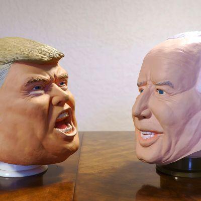 Kuvassa on Trumpin ja Bidenin naamarit.
