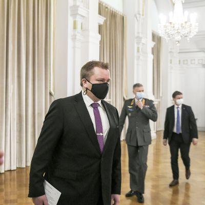 Antti Kaikkonen  maanpuolustuskurssin avajaisissa Helsingin kaupungintalolla.