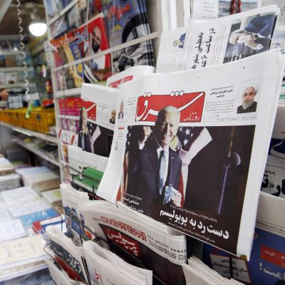 Iranin päivälehdessä Sharghissa kuva USA:n vastavalitusta presidentistä Joe Bidenistä.