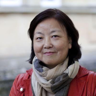 Kiinalainen kirjailija Fang Fang kuvattiin Englannissa lokakuussa 2012.