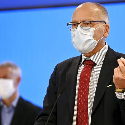 HUSin toimitusjohtaja Juha Tuominen kertoi pääkaupunkiseudun koronakoordinaatioryhmän tiedotustilaisuudessa epidemiatilanteesta.