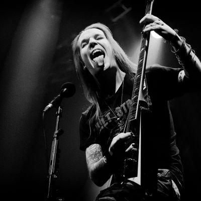 Children of Bodomin Alexi Laiho soittaa kitaraa.
