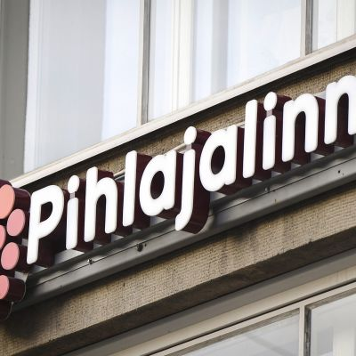 Terveysyhtiö Pihlajalinnan kyltti Helsingissä.