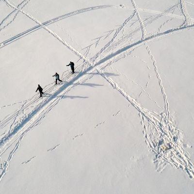 Mustikkamaan edustalla Helsingissä hiihdettiin jäällä 12. helmikuuta.