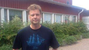 Rektor Magnus Ljungqvist vid Degerby skola i Ingå
