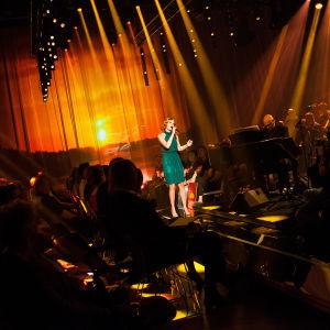 Erika Vikman laulaa Finaalin karsinnassa.