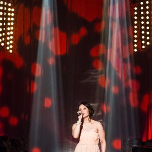 Linda Mielonen laulaa Finaalin karsinnassa.