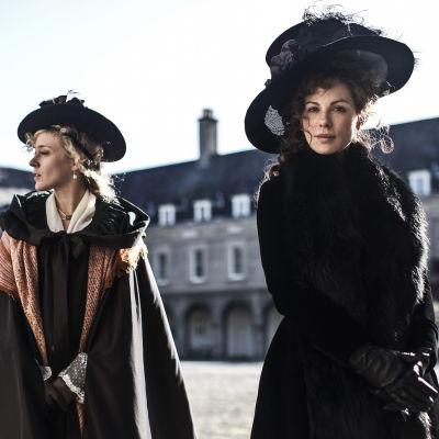 Kate Beckinsale och Chloë Sevigny.