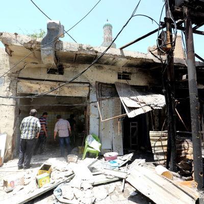 Förödelse efter ett bombattentat i Bagdad den 30 maj 2017.