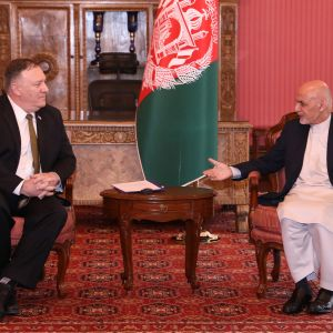 USA:s utrikesminister Mike Pompeo träffade bland andra president Ashraf Ghani under sitt överraskande blixtbesök i Kabul. på måndagen.