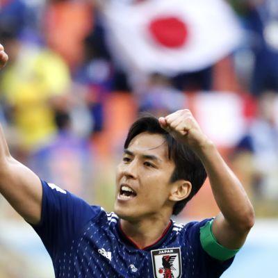 Makoto Hasebe tuulettaa.