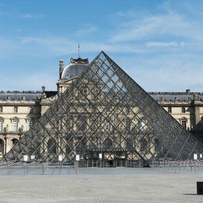 Kuvassa on näkymä koronaviruksen varjossa elävään Pariisiin.
