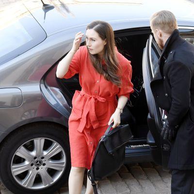 Sanna Marin saapuu hallituksen neuvotteluihin Säätytalolle.