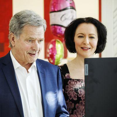 Kuvassa ovat presidentti Sauli Niinistö ja rouva Jenni Haukio.