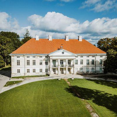 Kuvassa on näkymä Viron Lihulaan.