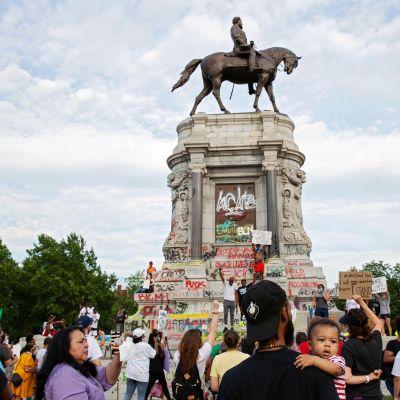Kuvassa on Robert E. Leen patsas Virginiassa.