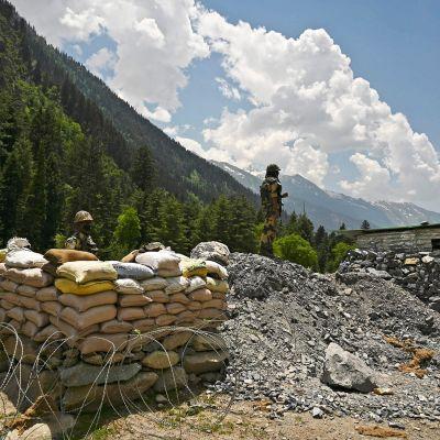 Kuvassa on Intian rajavalvontavoimia Kiinan ja Intian rajan liepeillä.