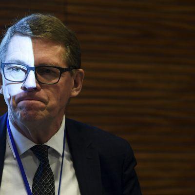 Valtiovarainministeri Matti Vanhanen valtiovarainministeriön työllisyyspolitiikkaa koskevassa taustatilaisuudessa.