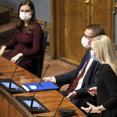 Maria Ohisalo puhuu eduskunnan suullisella kyselytunnilla Helsingissä.