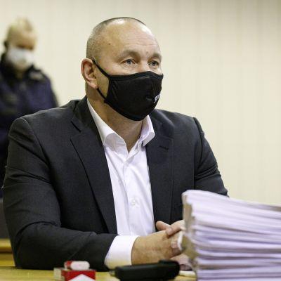 United Brotherhoodin johtajana pidetty Tero Holopainen rikollisryhmä United Brotherhoodin lakkauttamisen pääkäsittelyssä Itä-Uudenmaan käräjäoikeuden Porvoon toimipaikassa 23. marraskuuta 2020.