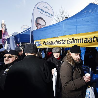 Perussuomalaisten kuntavaalitapahtuma Hakaniemen markkinoilla Helsingissä.