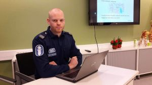 Magnus Jakobsson vid polisen i Jakobstad.