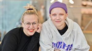 Catariina Salo och Olivia Hellsten.