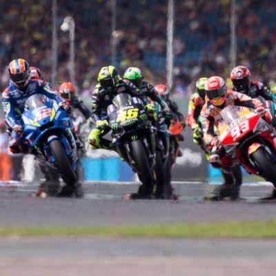 MotoGP-förare i farten.
