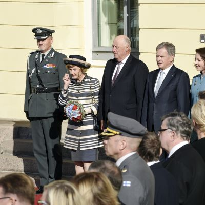 Tasavallan presidentti Sauli Niinistö ja rouva Jenni Haukio ottivat Norjan kuninkaan Haraldin ja kuningatar Sonjan presidentinlinnassa.