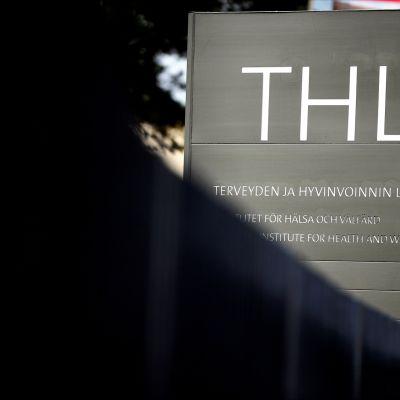 Terveyden- ja hyvinvoinnin laitoksen THL:n kyltti Helsingissä 21. syyskuuta 2020.