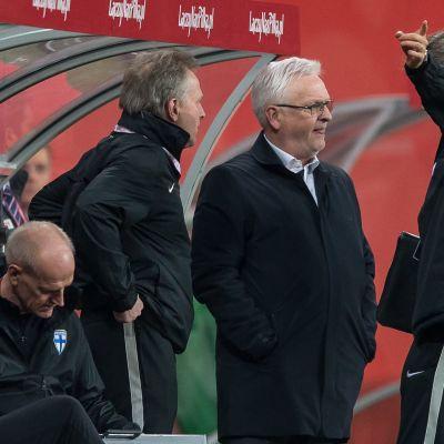 Finlands tränarstab har en del att tänka på efter 0-5 förlusten mot Polen.
