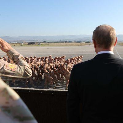 Venäjän presidentti Vladimir Putin vieraili Hmeimimin tukikohdassa Syyriassa 11.11.2017.